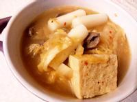 韓式黃金泡菜牛肉年糕湯