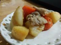 馬鈴薯蘋果燉豬肉