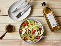 酪梨雞肉沙拉佐蜂蜜芥末籽醬-簡單上菜
