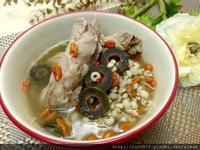 黑橄欖薏芢排骨湯
