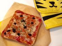 菠蘿鮭魚麵包吐司 — 簡單pizza