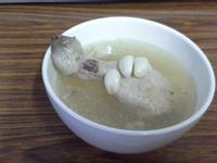 【慢燉鍋】預防感冒增加元氣的蒜頭雞湯
