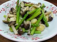 蘆筍白果鴻喜菇炒雞肉