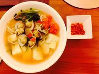 原汁番茄豆腐蛤蠣湯麵.