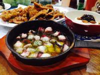 蒜味橄欖油煮章魚蘑菇Ahijo