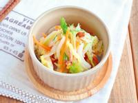 東販小食堂:柴魚片美乃滋拌白菜與紅蘿蔔