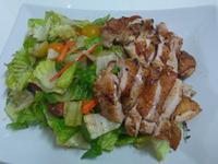 香煎雞腿佐生菜沙拉
