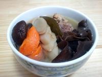 冬天暖湯--牛蒡木耳蔬菜湯--