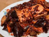菇菇木耳紅麴燒豆腐(蔬食料理)