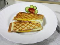 早餐-培根起司蛋格子吐司