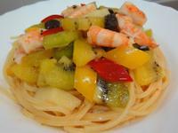 奇異果鮮蝦泰式沙拉麵