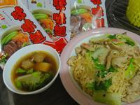牛肉湯+什錦炒麵_記憶中的味味麵