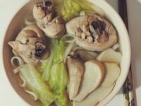 媽媽的家常菜。麻油雞湯麵