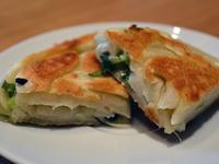 蔥油餅。用橄欖油一樣酥香嫩脆!