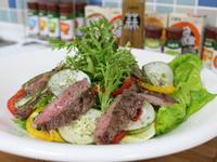 【小磨坊】嫩煎香蒜黑胡椒牛排野菜沙拉