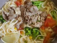 寶寶副食:蕃茄牛肉蔬菜湯麵
