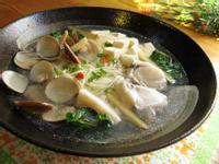 塔香鮮魚蛤蜊湯麵。五木拉麵