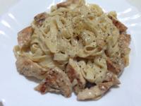 黑胡椒雞肉蒜香白醬麵
