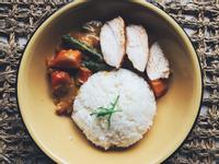 泰式椰汁紅咖哩佐烤雞胸