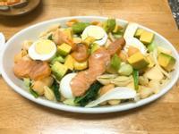 減重食譜-燻鮭魚酪梨沙拉