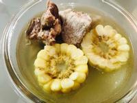 電鍋料理:溫暖的薑味玉米排骨湯