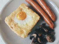 簡單美味。蒜香吐司烤蛋