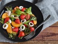 饗瘦美味-草莓海鮮輕食風沙拉