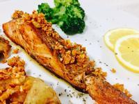 五星級料理👉🏼香煎奶油蒜味鮭魚