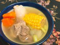 鮮甜玉米蔬菜排骨湯