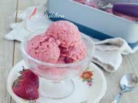 健康草莓優格冰淇淋 【三種材料】