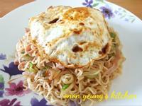香蒜洋蔥炒泡麵 颱風天的家常午餐。宵夜