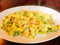 餐桌上的人妻料理*爽口的毛豆蝦仁炒蛋。