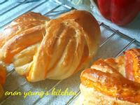 起司培根優格花型麵包 簡易家常烘焙。早餐