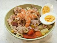 蔬菜鮮蝦鮪魚蛋溫沙拉