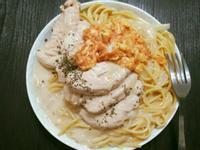 白醬義大利麵佐嫩煎雞肉