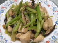 香菇雞丁炒芹菜