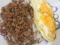 简易肉燥饭~一个人的午餐
