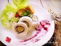 鮮魚慕斯卷佐洛神優格醬&熱檸檬茶