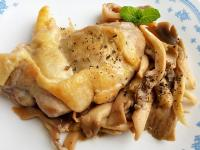 香煎雞排佐醬味菇菇