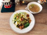 香煎雞腿排佐高麗菜