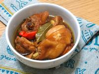 滷雞肉。精選便當菜色