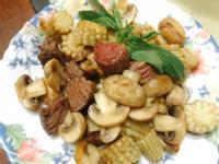 香蒜奶油洋菇炒玉米筍牛肉