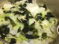 高麗菜拌海帶芽很對味