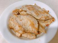 香草嫩煎雞胸肉