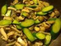 小黃瓜炒鮮菇