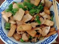 青椒炒豆干肉片