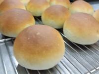 布丁餡甜麵包