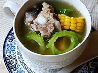 三伏天消暑苦瓜玉米排骨汤