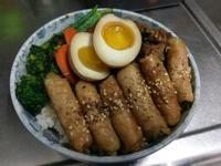 雙拼丼飯(照燒蔥肉捲+古早味辣炒雞腿)
