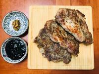 週末就要大口吃肉:超厚豬排佐果醬/芥末梓